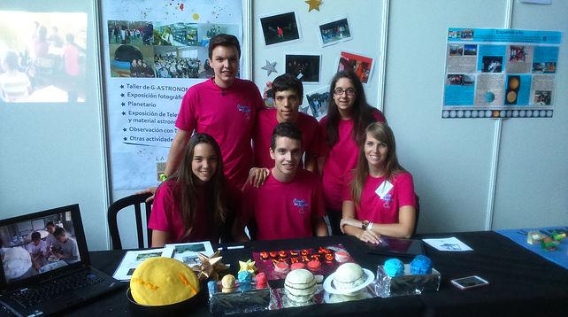 Ganadores y ganadoras de uno de los Premios Ciencia en Acción 2014 pertenecientes al Colegio la Devesa de Elche